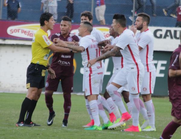 Daniel Bins em ação no Campeonato Gáucho (Foto: Diego Guichard)