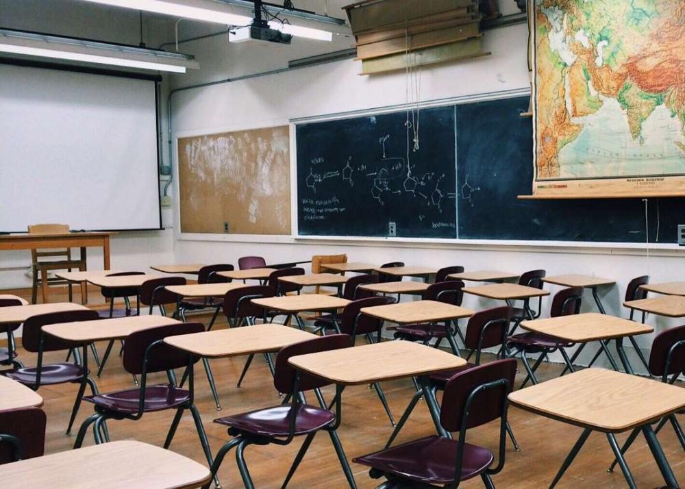 França fechou 28 escolas, atingindo alunos de 262 turmas